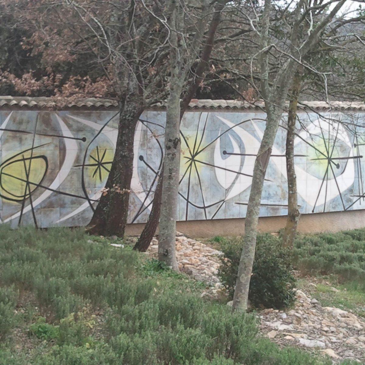Mur en céramique émaillée, Domaine de Peyrassol, 2008, 270x1350 cm, d\'après une étude sur gouache c. 1950.