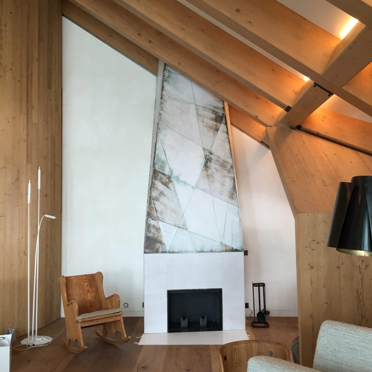 Cheminée, 2014, grès émaillé, 4,45x1,45x0,7 cm, Andermatt. §À la demande de Pierre Yovanovitch.