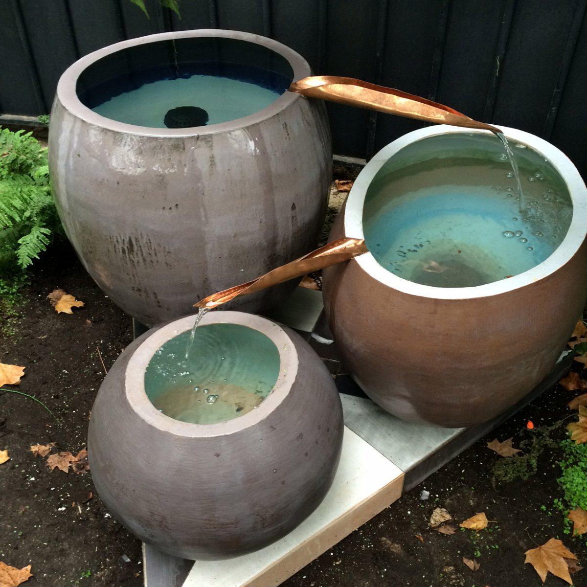 Fontaine trois bols, 2016, grès émaillé, 0,4x0,5 m - 0,5x0,6 m - 0,7x0,6 m, Paris.